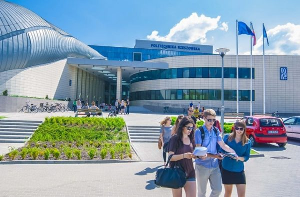 Rzeszow Bilgi Teknolojileri ve Yönetim Üniversitesi